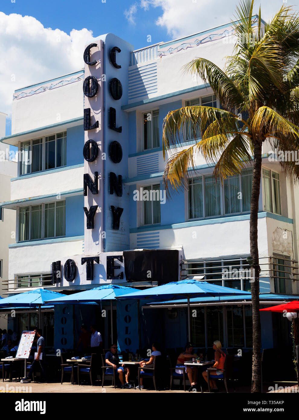 Colony Hotel art deco architecture on Ocean Drive, South Beach, Miami, Florida, USA - Stock Image