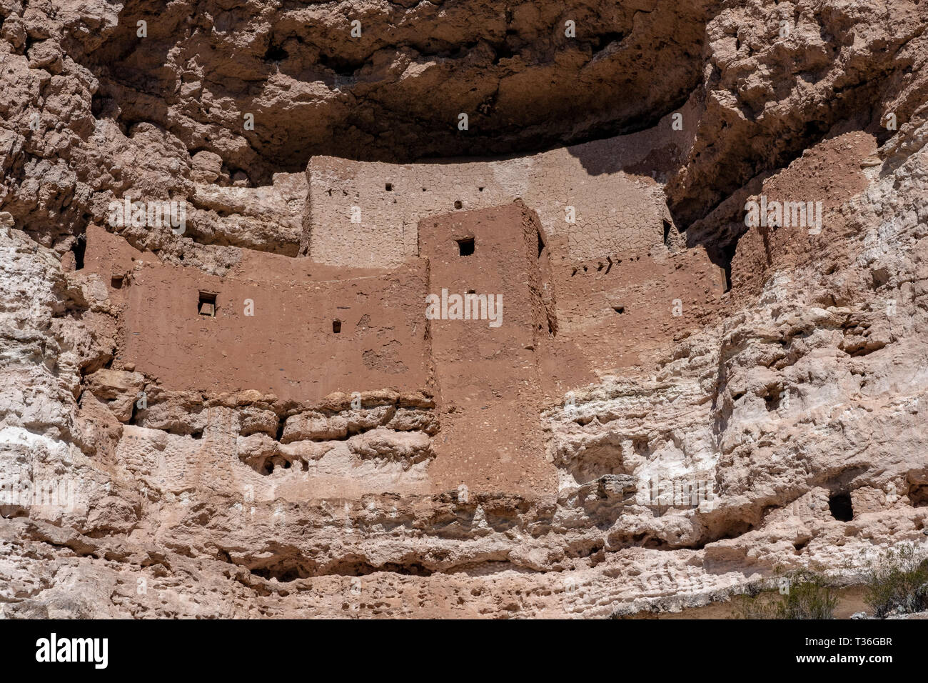 Montezuma Castle in Montezuma Castle National Monument is an example of a Pre-Columbian permanent dwelling carved in a limestone cliff. Stock Photo