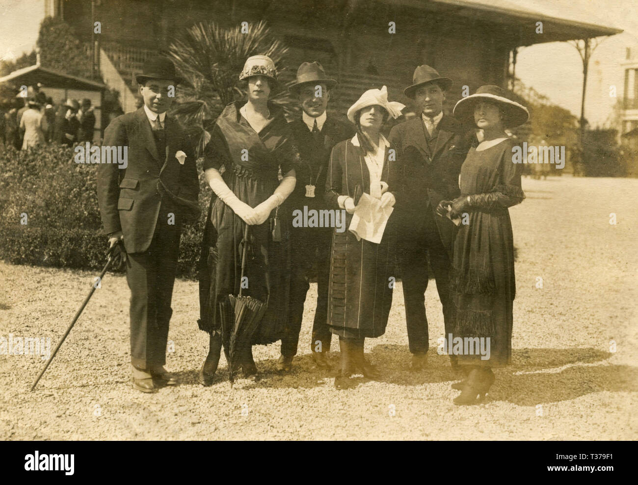 Group of friends at the Parage dei Parioli horse races, Rome, Italy 1919 - Stock Image