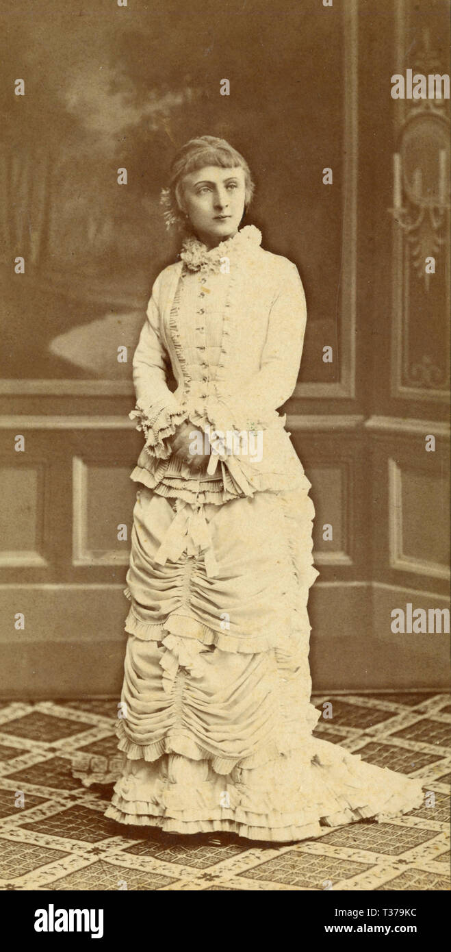 Full lenght portrait of an elegant woman, Italy 1890s - Stock Image