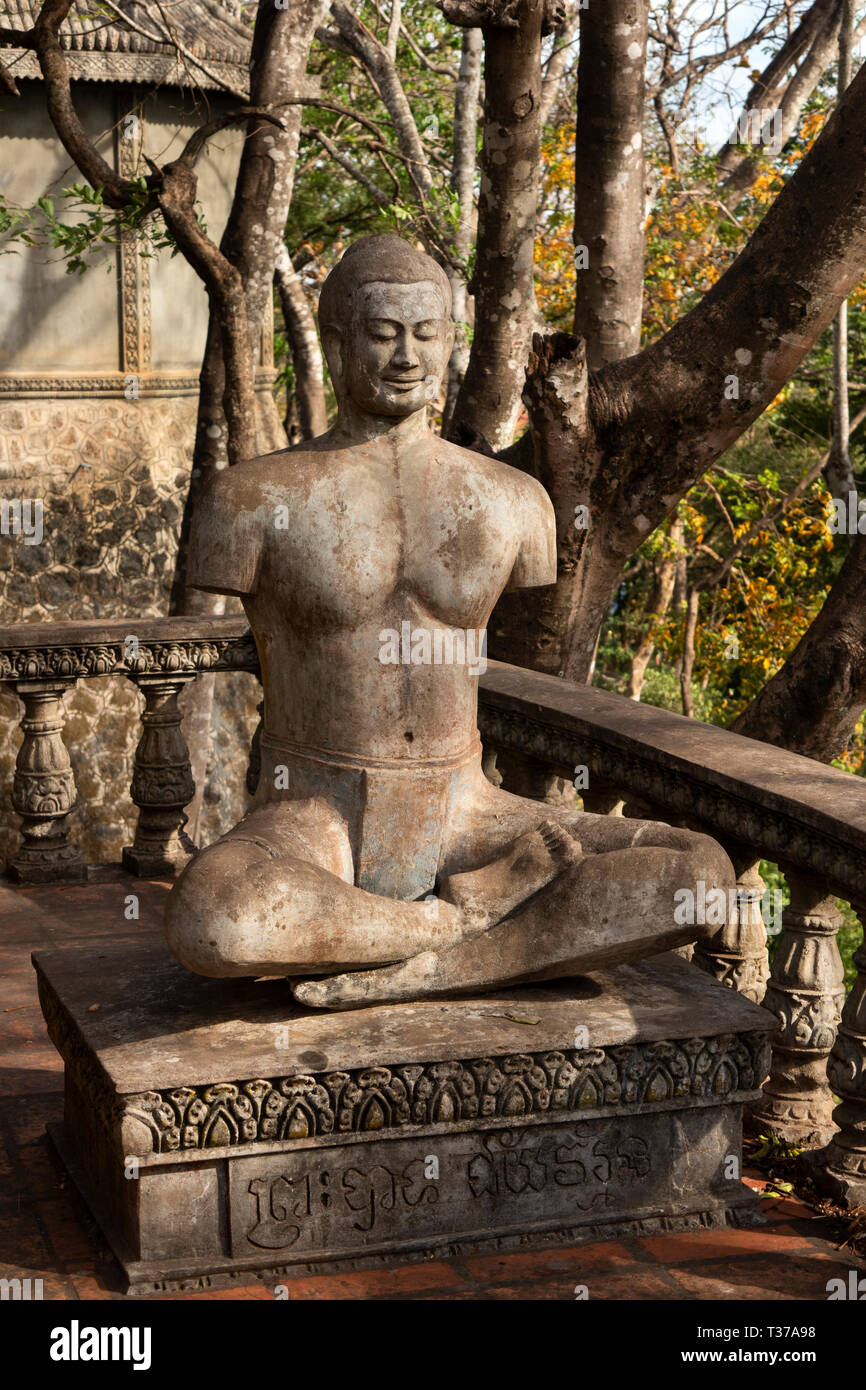 Cm907Cambodia, Kampong (Kompong) Cham, Phnom Srey, Kro La Commune, Kampong Siem, Phnom Pros, damaged Buddha statue without arms, desecrated by Khmer  - Stock Image