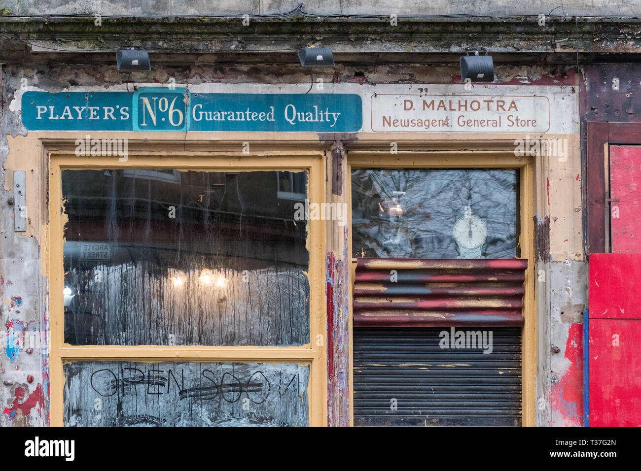 Ghost shop sign in Finnieston, Glasgow showing old cigarette advertising for Players No6 Stock Photo
