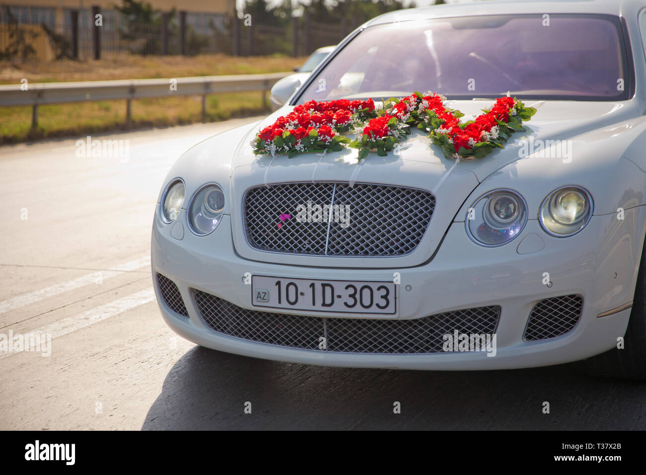 Red And White Flowers Bouquet Closeup Image Of Wedding Car