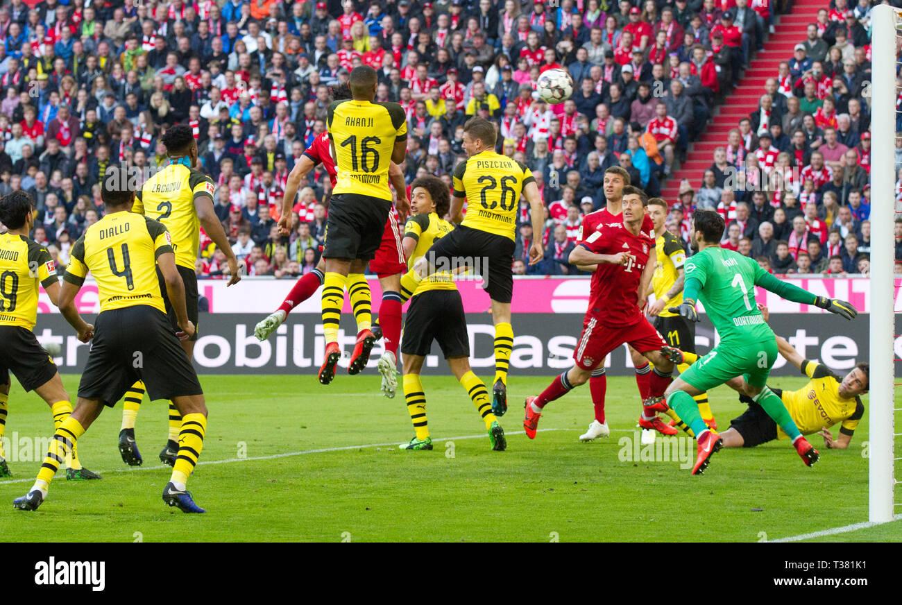 Munich, Germany. 06th Apr, 2019. Munich, Germany. 06th Apr, 2019. goal to 1-0 by Mats Hummels (FCB) (hidden) by Manuel Akanji (BVB), No.16. Right goalkeeper Roman Buerki (BVB) GES/Soccer/1st Bundesliga: FC Bayern Munich - Borussia Dortmund, 06.04.2019 Football/Soccer: 1. German League: Munich vs. Borussia Dortmund, Munich, April 06, 2019 | usage worldwide Credit: dpa/Alamy Live News Credit: dpa picture alliance/Alamy Live News - Stock Image
