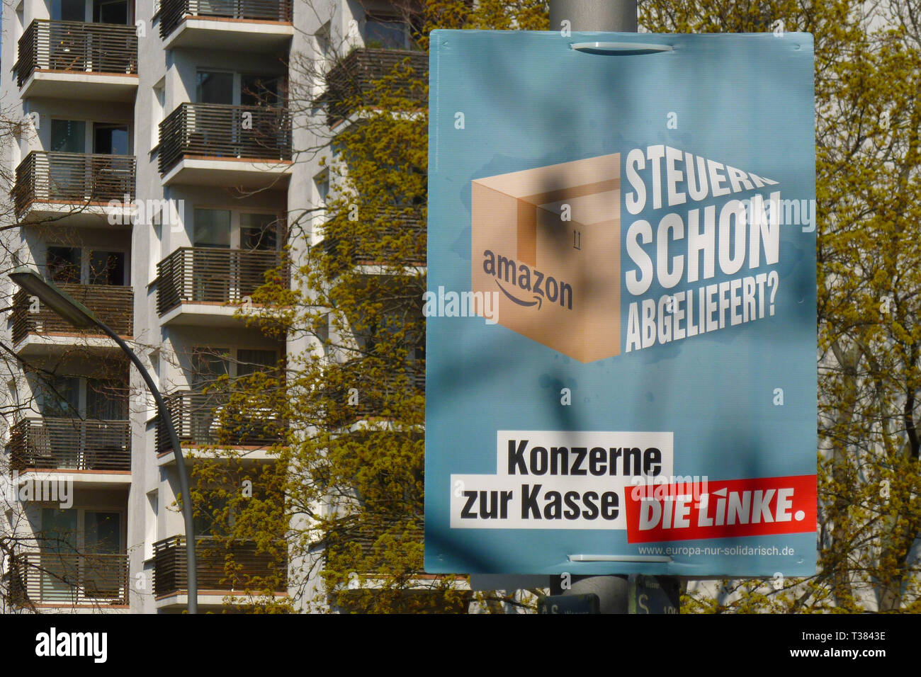 Berlin,  Germany. 7th Apr, 2019. An election poster with the slogan ''Konzerne zur Kasse'' of The Left (German: Die Linke), also commonly referred to as the Left Party (German: die Linkspartei) can be seen. From 23 to 26 May 2019, citizens of the European Union will be able to elect the European Parliament for the ninth time. In the Federal Republic of Germany, the election will take place on 26 May 2019. Credit: Jan Scheunert/ZUMA Wire/Alamy Live News - Stock Image