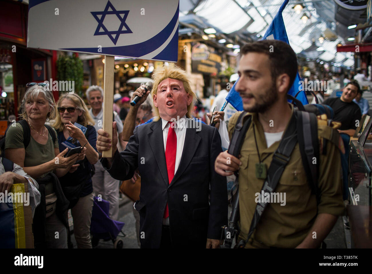 Jerusalem, Middle East. 7th Apr, 2019. A supporter of the Likud party, is seen dressed as US President Donald Trump, as he walks in the Mahane Yehuda Market, ahead of the Israeli general elections that is scheduled to take place on 09 April. Credit: Ilia Yefimovich/dpa/Alamy Live News - Stock Image