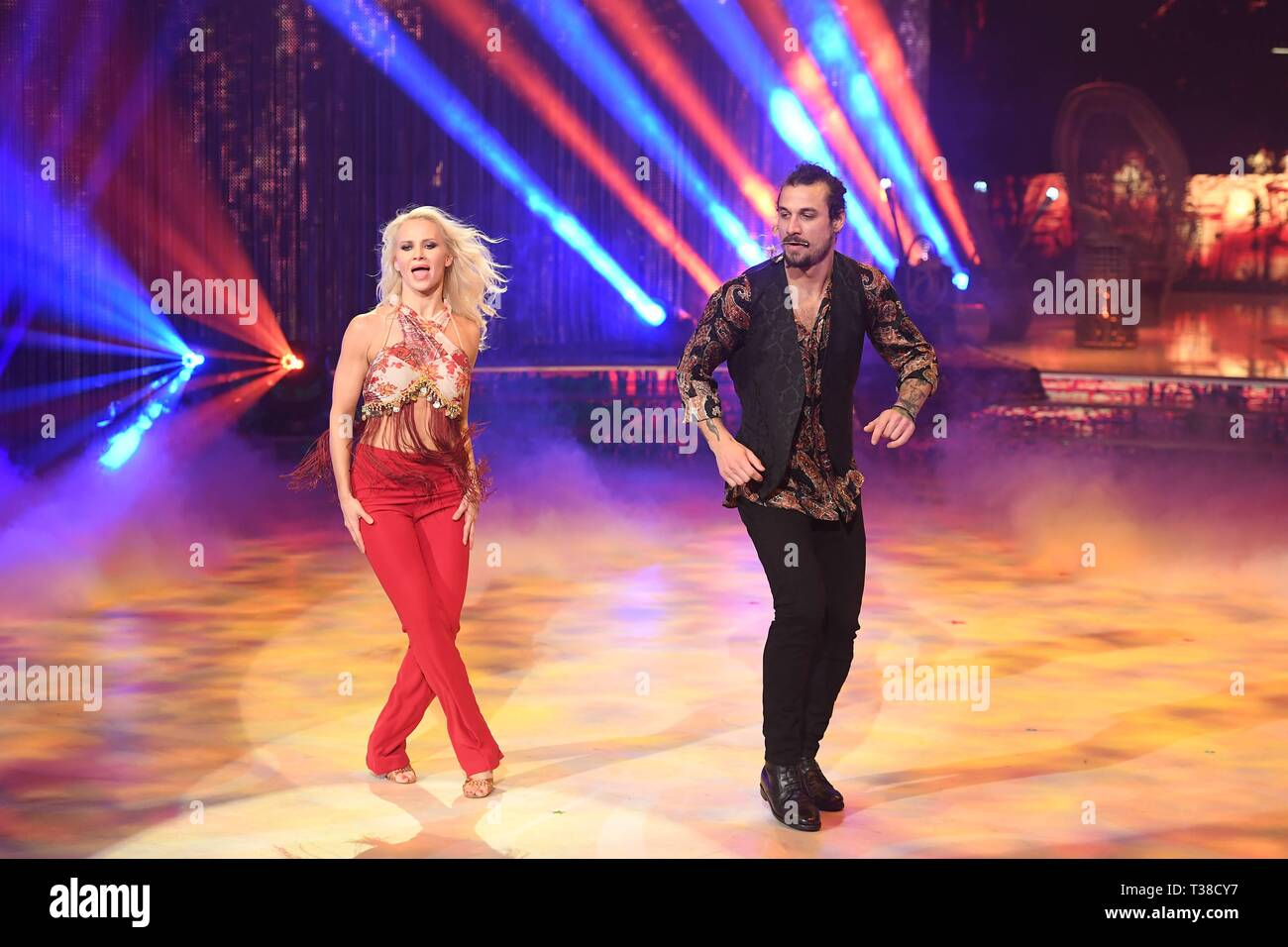 Rome, Italy. 06th Apr, 2019. Rome: Rai Auditorium. Second episode Dancing  with the stars. In the picture: Dani Osvaldo and Veera Kinnunen Credit:  Independent Photo Agency/Alamy Live News Stock Photo - Alamy