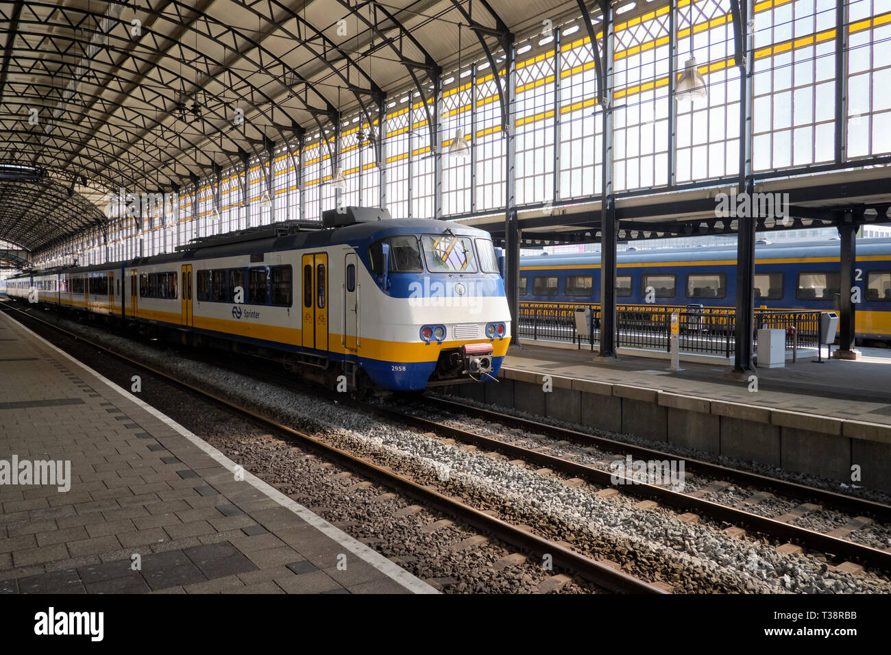 Train on trainstation Hollands Spoor (HS) in The Hague, Netherlands. - Stock Image