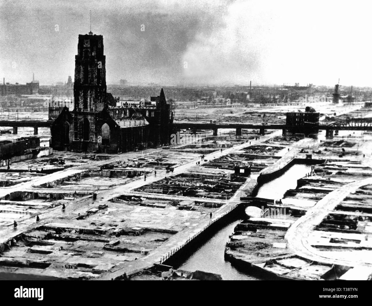 The German ultimatum ordering the Dutch commander of Rotterdam to cease fire was delivered to him at 10:30h on 14 May 1940. At 13:22h, German bombers set the whole inner city of Rotterdam ablaze, killing 814 of its inhabitants.' The photo was taken after the removal of all debris - Stock Image