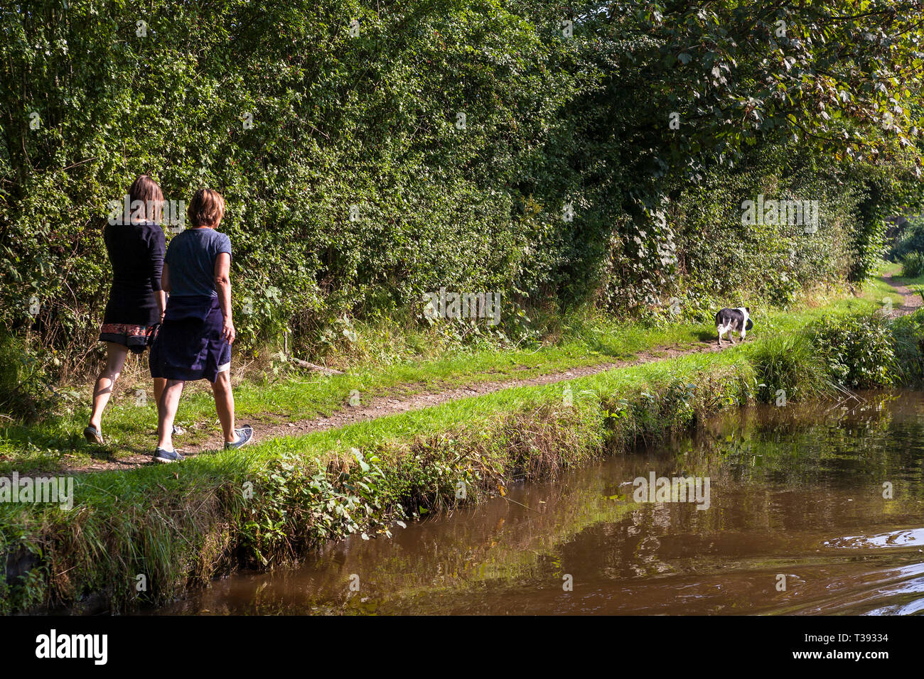 Two women walking the towpath of the Llangollen Canal near St. Martin's, Shropshire, England.  MODEL RELEASED - Stock Image