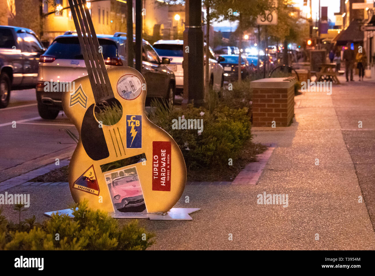 Elvis guitar art In front of Tupelo Hardware Company along Main Street in Historic Downtown Tupelo, Mississippi. (USA) - Stock Image