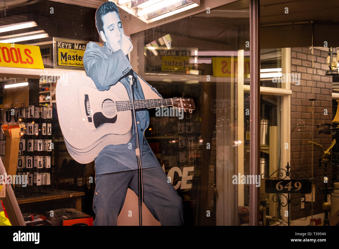 Elvis Presley cardboard cutout in the window of Tupelo Hardware Co. where Gladys Presley bought her 11-year-old son his first guitar in 1946. (USA) - Stock Image