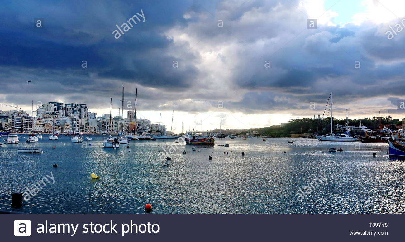 Marsamxett Harbour, with the Maltese capital Valletta on the left, and Manoel island on the right. Clouds drifting inland. - Stock Image