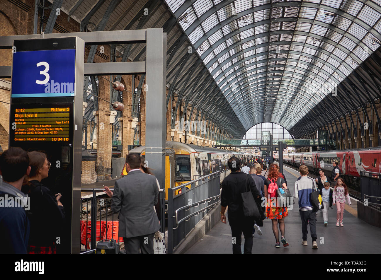 London, UK - December, 2018. Tourists and commuters in King's Cross Station, one of the busiest railway stations in London. - Stock Image