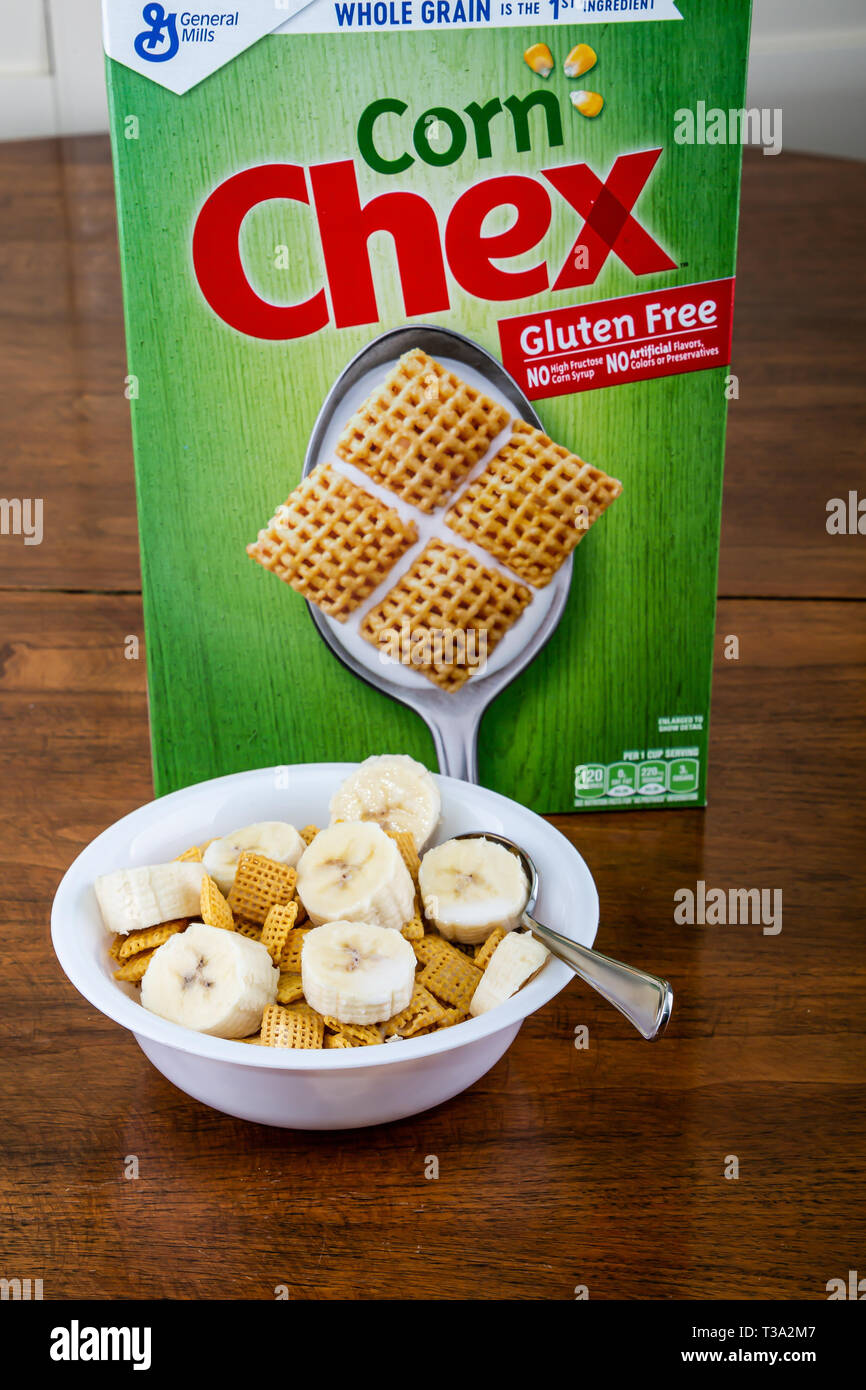 Corn Chex with Bananas - Stock Image