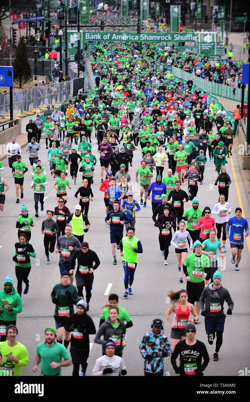 Chicago, Illinois, USA. Runners fill Columbus Drive just after the start of the 2019 Shamrock Shuffle race in Chicago. - Stock Image
