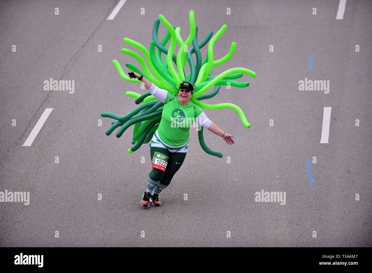 Chicago, Illinois, USA. Colorfully attired runner on display during the 2019 Shamrock Shuffle race in Chicago. - Stock Image