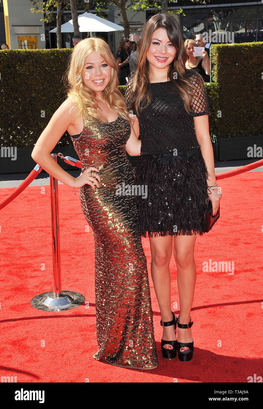 Jennette McCurdy  and Miranda Cosgrove  at 2012 PrimeTime Creative Arts Emmy Awards At the Nokia Theatre In Los Angeles.Jennette McCurdy  and Miranda Cosgrove   Event in Hollywood Life - California, Red Carpet Event, USA, Film Industry, Celebrities, Photography, Bestof, Arts Culture and Entertainment, Topix Celebrities fashion, Best of, Hollywood Life, Event in Hollywood Life - California, Red Carpet and backstage, movie celebrities, TV celebrities, Music celebrities, Topix, actors from the same movie, cast and co star together.  inquiry tsuni@Gamma-USA.com, Credit Tsuni / USA, 2012 - Group, T - Stock Image