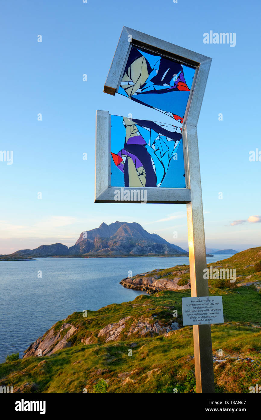 """The artwork """"Tytje ta"""" by the glass artist Turid Grov at the picnic area viewpoint at Hoholmen bridge in Nord-Heroy, Heroy, Nordland Helgeland Norway. - Stock Image"""