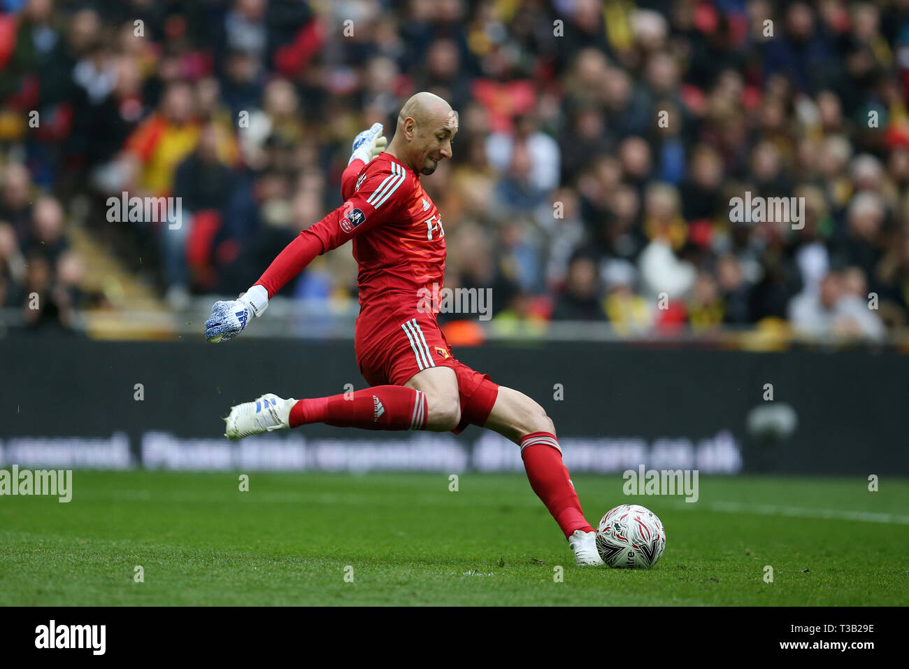 London, UK. 07th Apr, 2019. Watford goalkeeper Heurelho Gomes in action.The Emirates FA Cup, semi-final match, Watford v Wolverhampton Wanderers at Wembley Stadium in London on Sunday 7th April 2019. this image may only be used for Editorial purposes. Editorial use only, license required for commercial use. No use in betting, games or a single club/league/player publications . pic by Andrew Orchard/Andrew Orchard sports photography/Alamy Live news Credit: Andrew Orchard sports photography/Alamy Live News Stock Photo