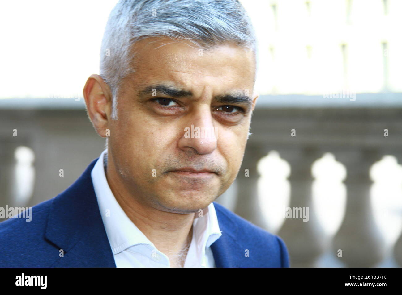 SADIQ KHAN MAYOR OF LONDON IN WHITEHALL, WESTMINSTER AFTER A MEETING WITH THERESA MAY, POLICE CHIEFS, ADVISORS AND FAMILIES AFFECTED BY KNIFE CRIME AT A SUMMIT REGUARDING KNIFE CRIME VIOLENCE IN THE UNITED KINGDOM. - Stock Image