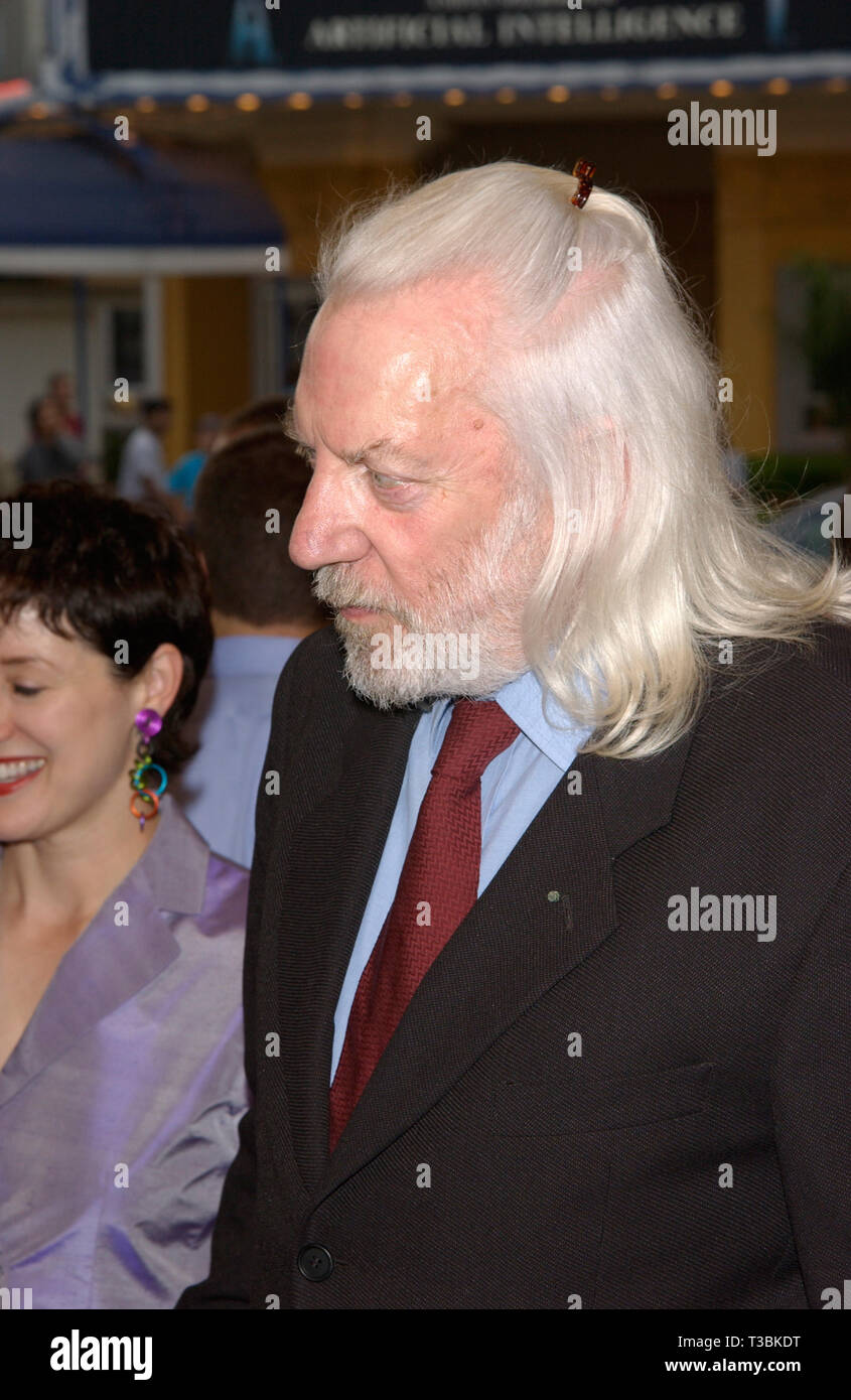 LOS ANGELES, CA. July 02, 2001: Actor DONALD SUTHERLAND at the world premiere, in Los Angeles, of his new movie Final Fantasy: The Spirits Within. © Paul Smith/Featureflash - Stock Image