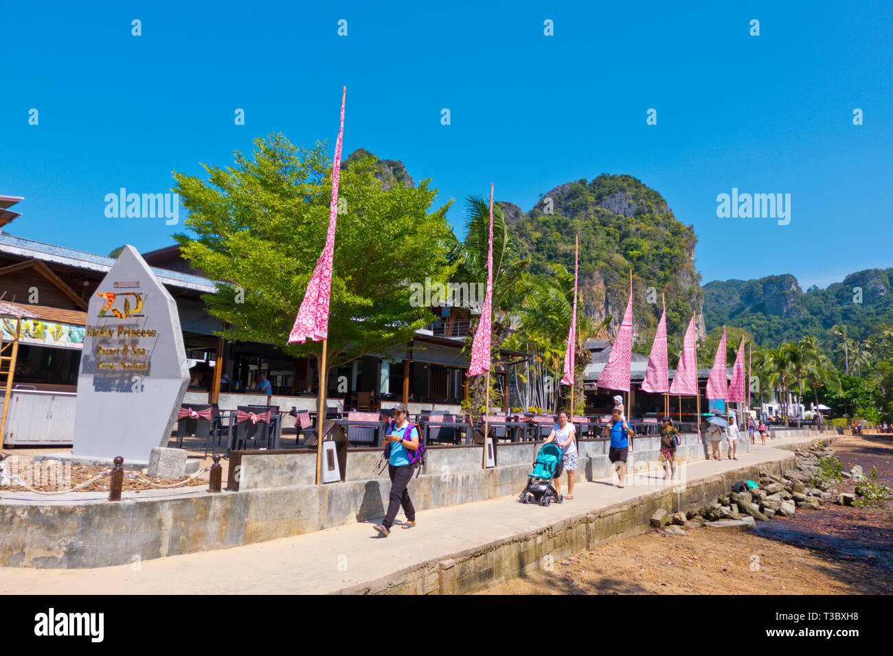 Seaside promenade between the floating pier and Railay highlands, East Railay, Krabi province, Thailand - Stock Image