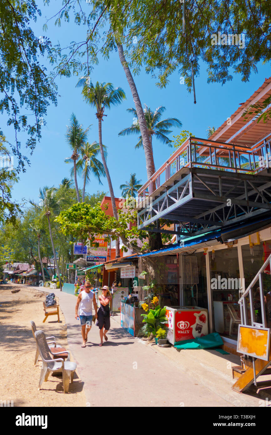 Footpath between the floating pier and Railay highlands, Railay, Krabi province, Thailand - Stock Image