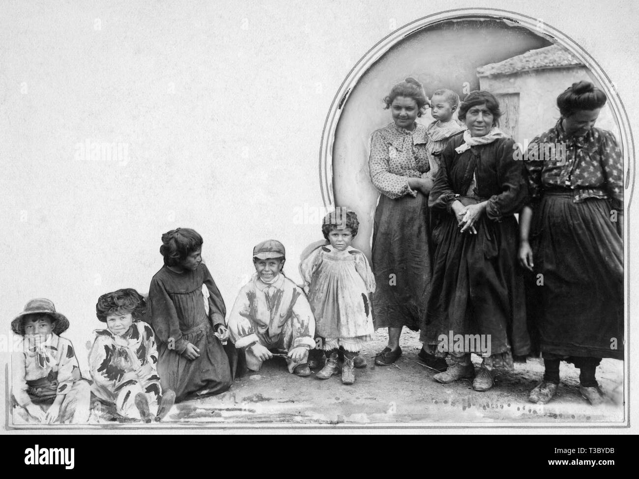 italy, women and children gipsies, 1910 - Stock Image