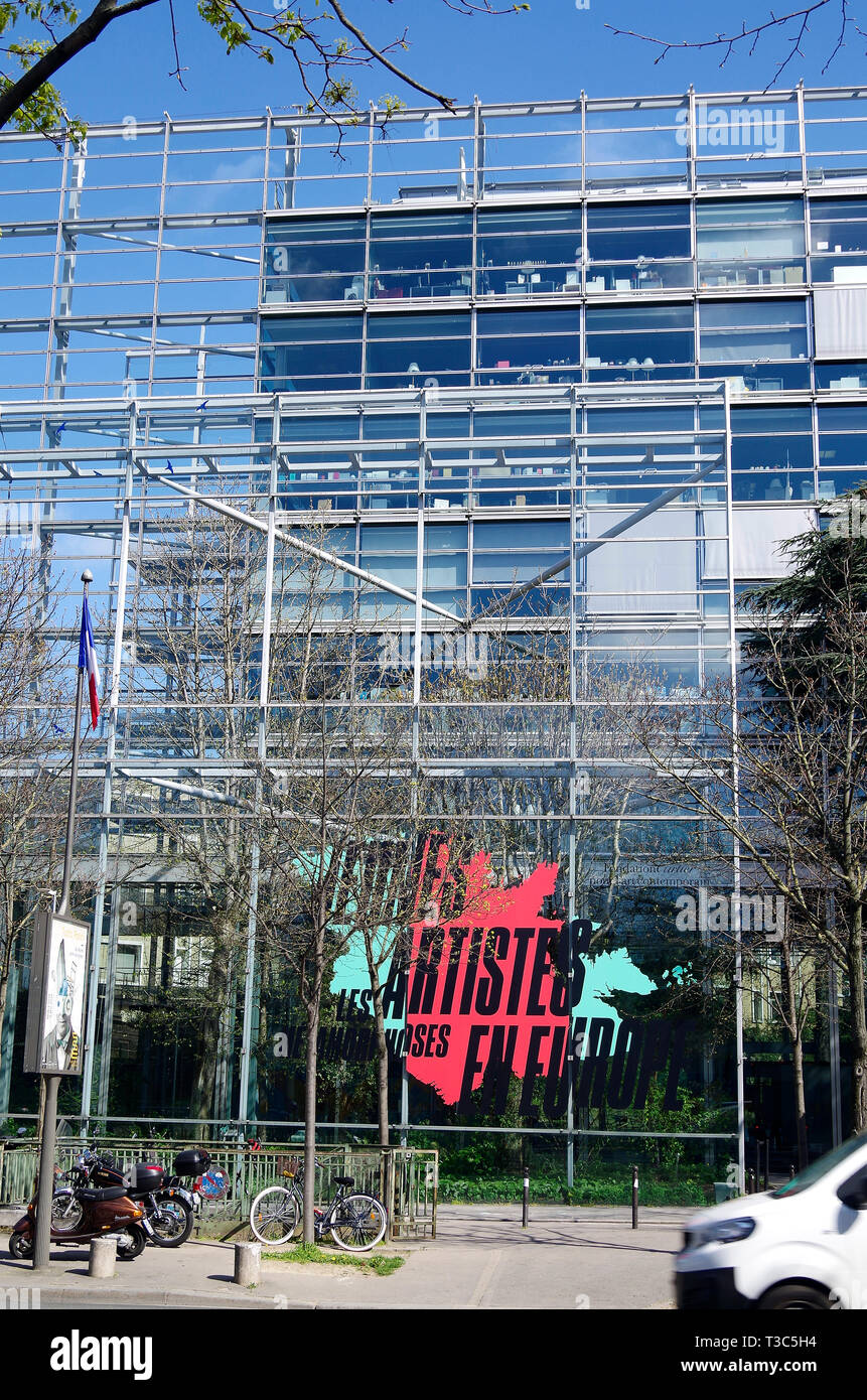 Headquarters of Cartier S.A. and the Fondation Cartier de l'Art Contemporain, designed by Jean Nouvel. - Stock Image