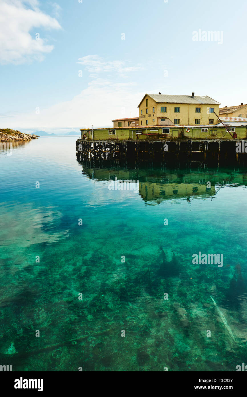 The clear tourquoise Arctic water of Henningsvær a small fishing village in Vågan Municipality in Lofoten archipelago, Nordland county, Norway - Stock Image