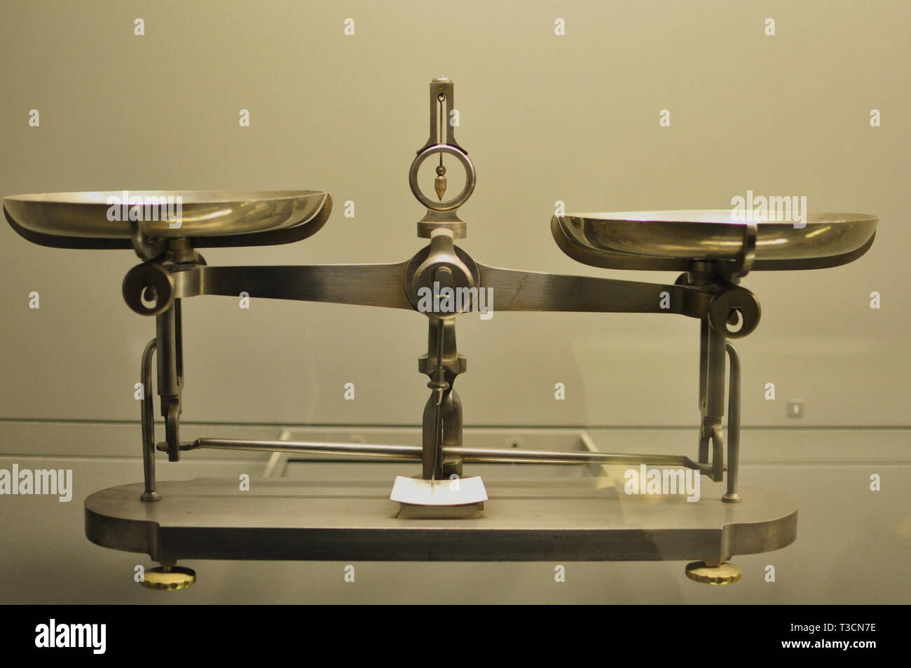 Weight scale in the Louvre museum - Stock Image