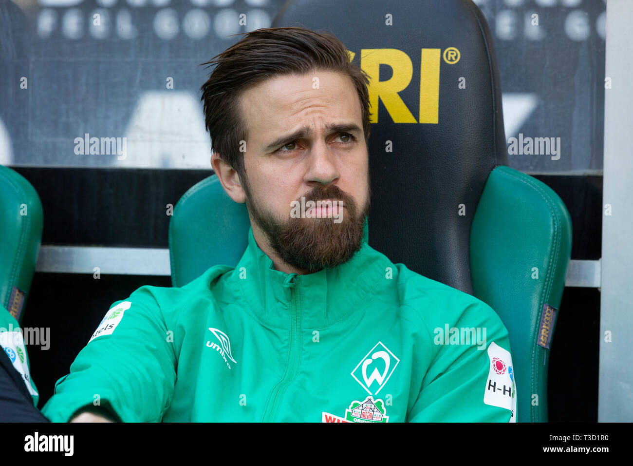 sports, football, Bundesliga, 2018/2019, Borussia Moenchengladbach vs SV Werder Bremen 1-1, Stadium Borussia Park, players bench, Martin Harnik (Bremen), DFL REGULATIONS PROHIBIT ANY USE OF PHOTOGRAPHS AS IMAGE SEQUENCES AND/OR QUASI-VIDEO - Stock Image