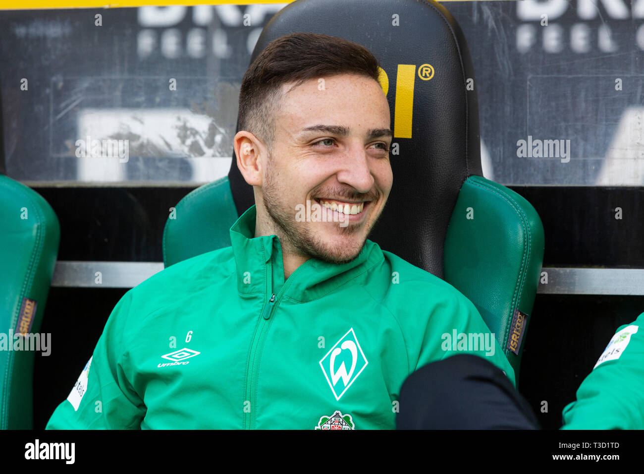 sports, football, Bundesliga, 2018/2019, Borussia Moenchengladbach vs SV Werder Bremen 1-1, Stadium Borussia Park, players bench, Kevin Moehwald (Bremen), DFL REGULATIONS PROHIBIT ANY USE OF PHOTOGRAPHS AS IMAGE SEQUENCES AND/OR QUASI-VIDEO - Stock Image