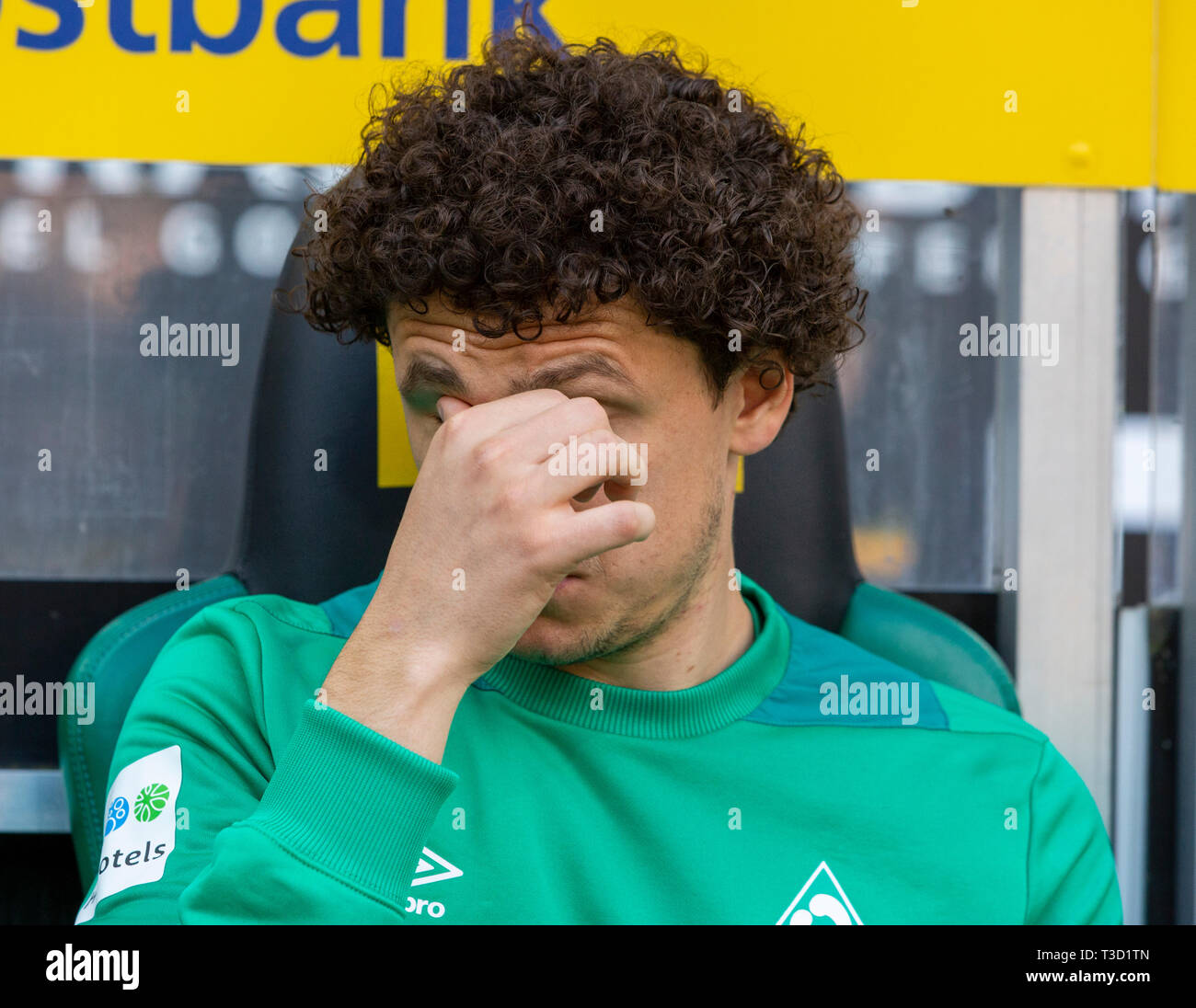 sports, football, Bundesliga, 2018/2019, Borussia Moenchengladbach vs SV Werder Bremen 1-1, Stadium Borussia Park, players bench, Milos Veljkovic (Bremen), DFL REGULATIONS PROHIBIT ANY USE OF PHOTOGRAPHS AS IMAGE SEQUENCES AND/OR QUASI-VIDEO - Stock Image