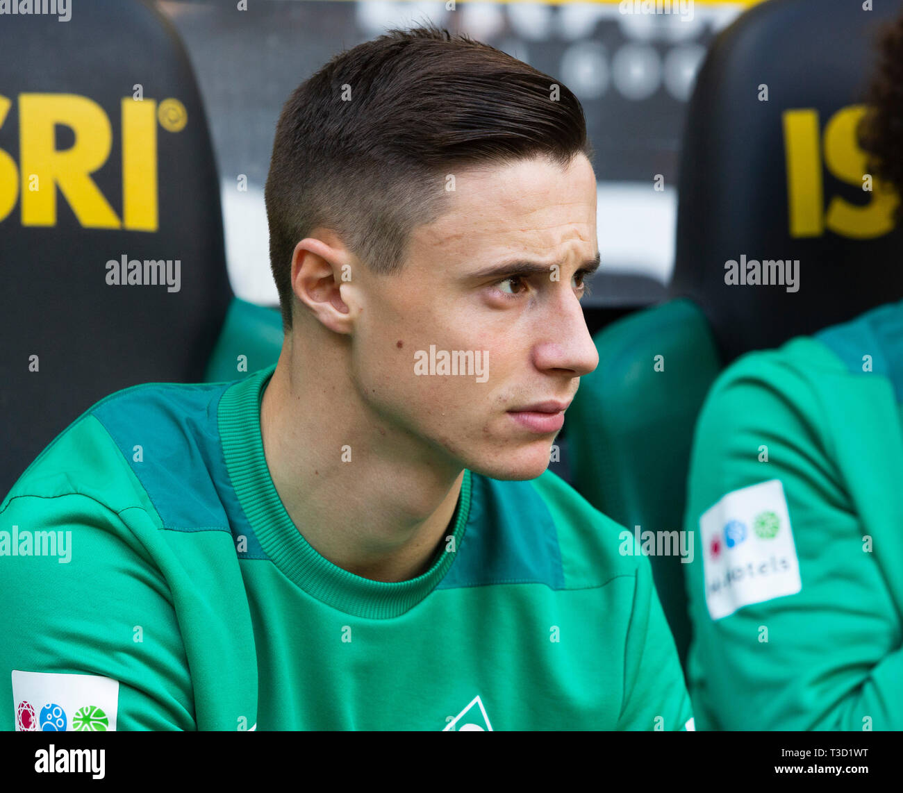 sports, football, Bundesliga, 2018/2019, Borussia Moenchengladbach vs SV Werder Bremen 1-1, Stadium Borussia Park, players bench, Marco Friedl (Bremen), DFL REGULATIONS PROHIBIT ANY USE OF PHOTOGRAPHS AS IMAGE SEQUENCES AND/OR QUASI-VIDEO - Stock Image