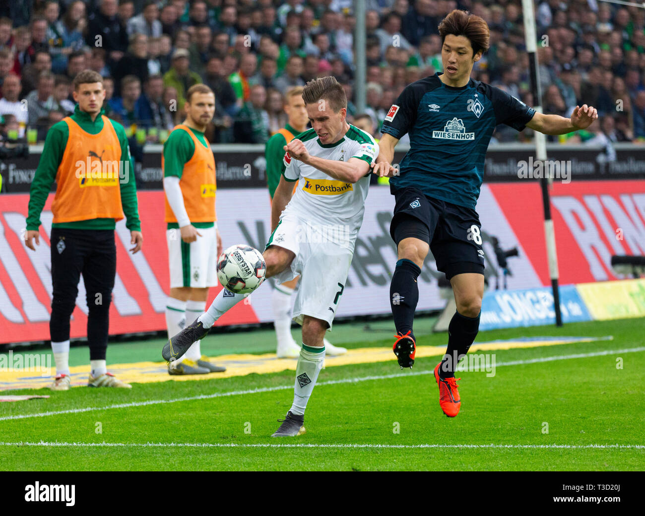 sports, football, Bundesliga, 2018/2019, Borussia Moenchengladbach vs SV Werder Bremen 1-1, Stadium Borussia Park, scene of the match, Patrick Herrmann (MG) left and Yuya Osako (Bremen), DFL REGULATIONS PROHIBIT ANY USE OF PHOTOGRAPHS AS IMAGE SEQUENCES AND/OR QUASI-VIDEO - Stock Image