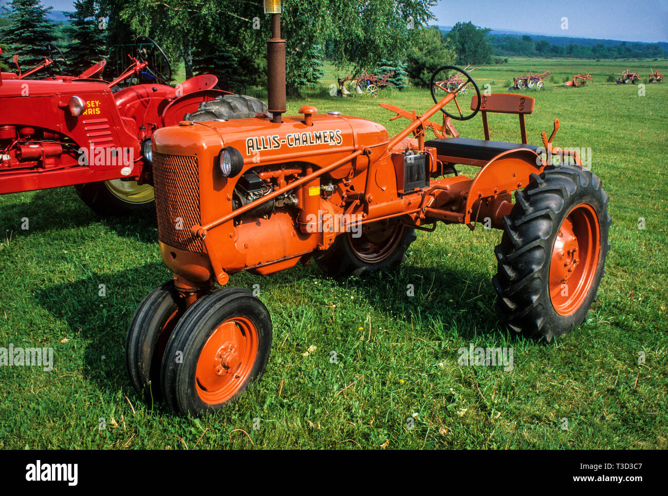 Allis Chalmers Tractor Stock Photos & Allis Chalmers Tractor Stock