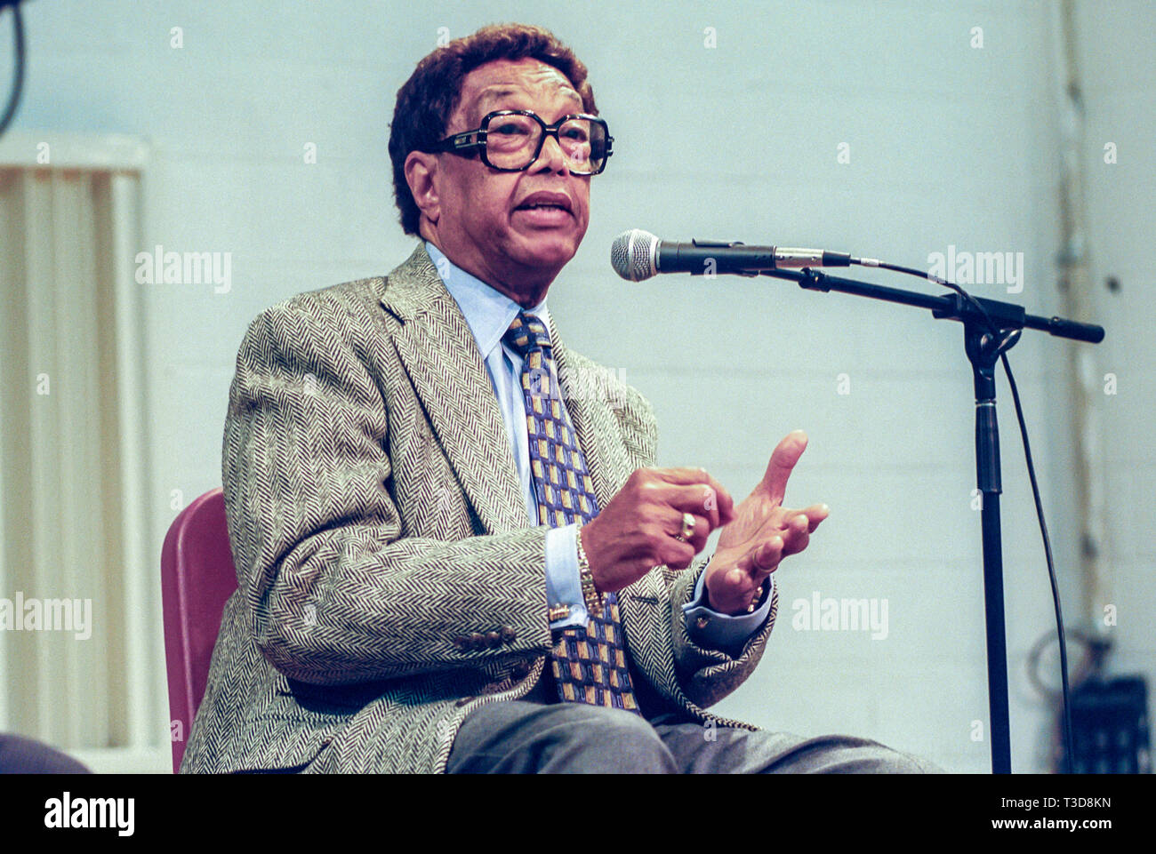 Jazz Pianist Billy Taylor teaches a music class and plays the piano. - Stock Image