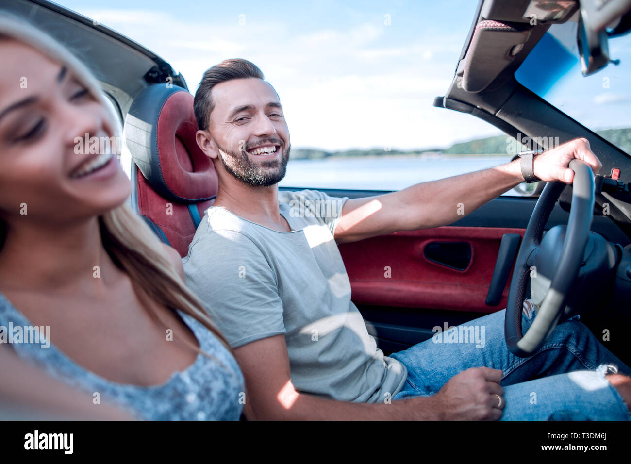 close up.the couple sitting in a convertible car. - Stock Image