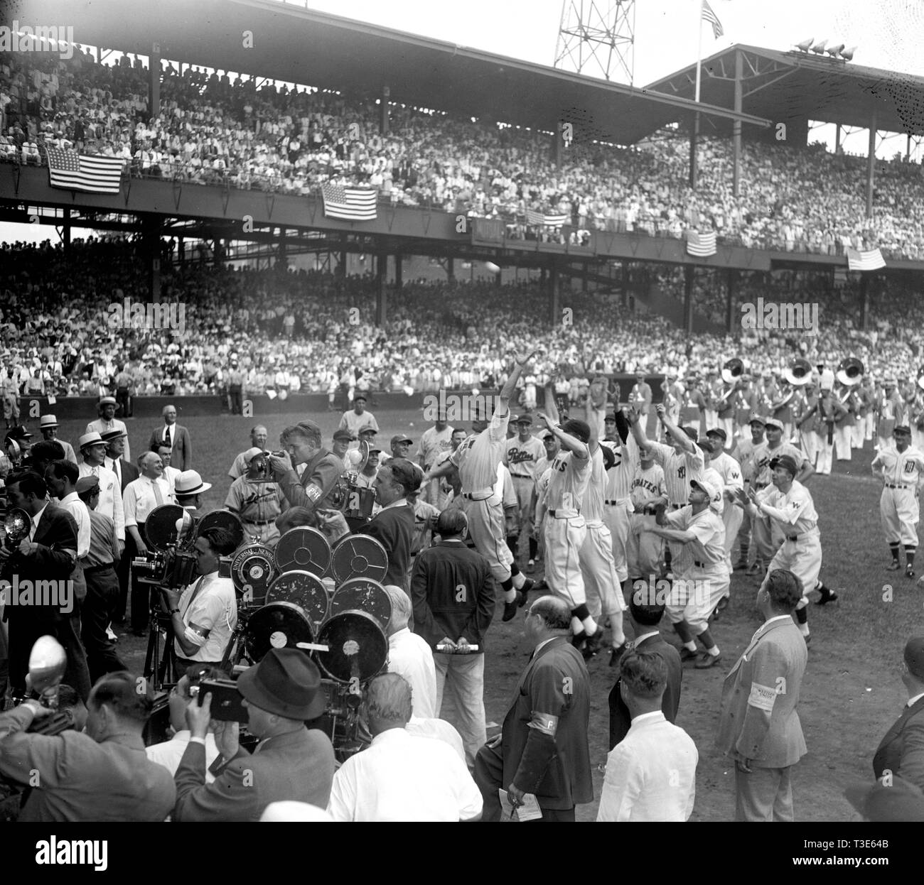 Risking millions of dollars of arms and limbs players from both All-Star teams stage a mad scramble to the first ball pitched by President Roosevelt to start the 1937 game today. Joe Moore, N.Y. Giants outfielder, caught the much coveted souvenir, 7/7/37 - Stock Image