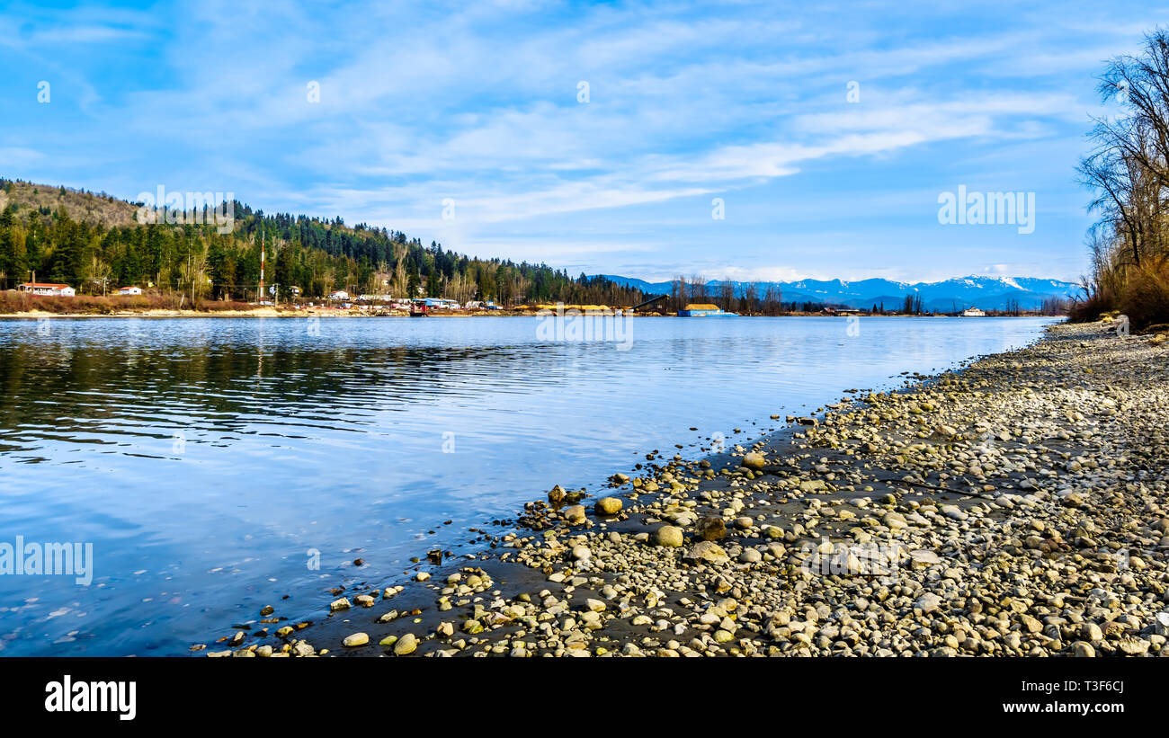 A beautiful day at the Fraser River on the shores of Glen Valley Regional Park near Fort Langley, British Columbia, Canada - Stock Image