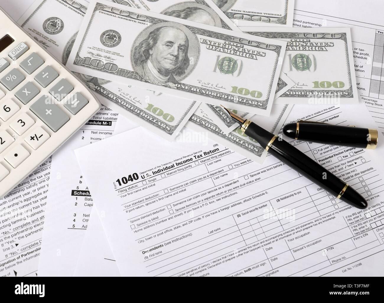 1040 tax form - individual income tax return form 1040 lies