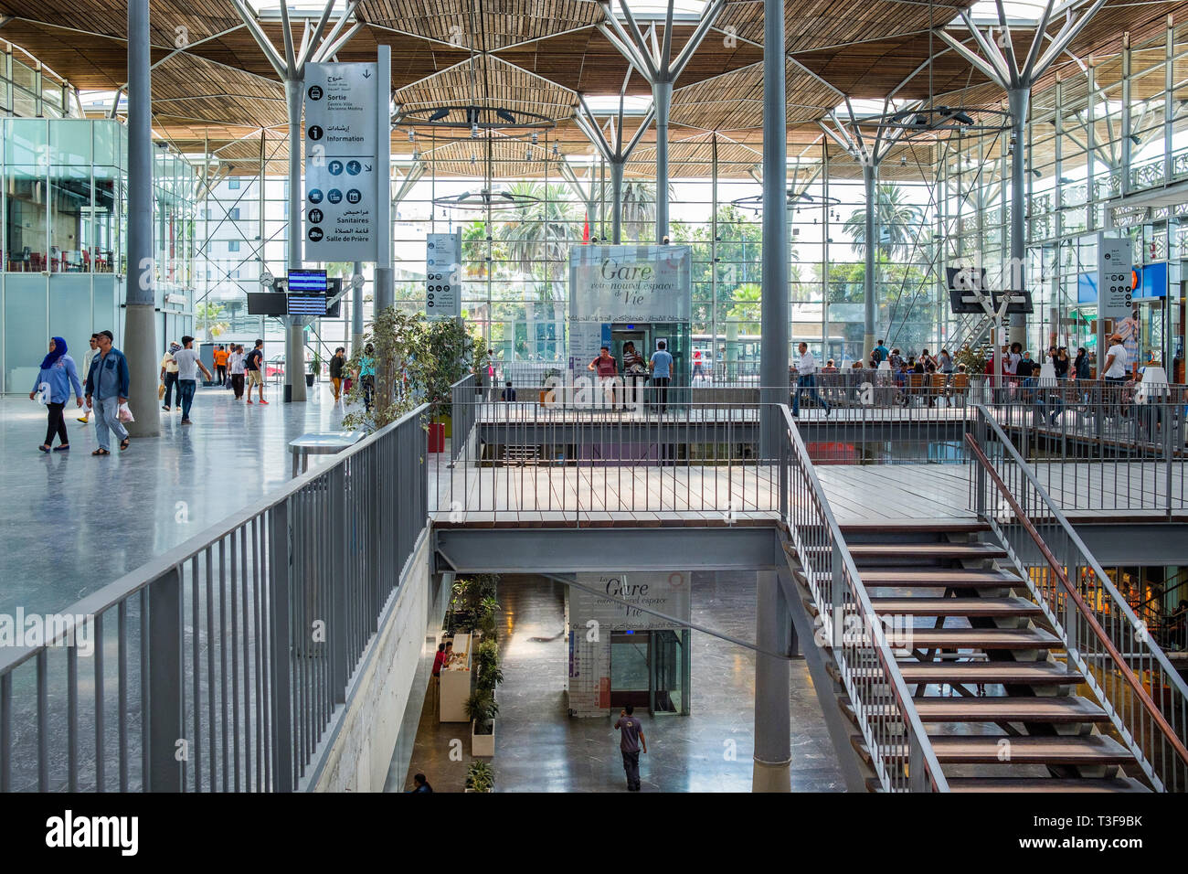 Morocco, Casablanca. Passengers in the new Casa-Port railway station inaugurated in 2014 by King Mohammed VI, built by AREP (French: Amenagement, Rech - Stock Image