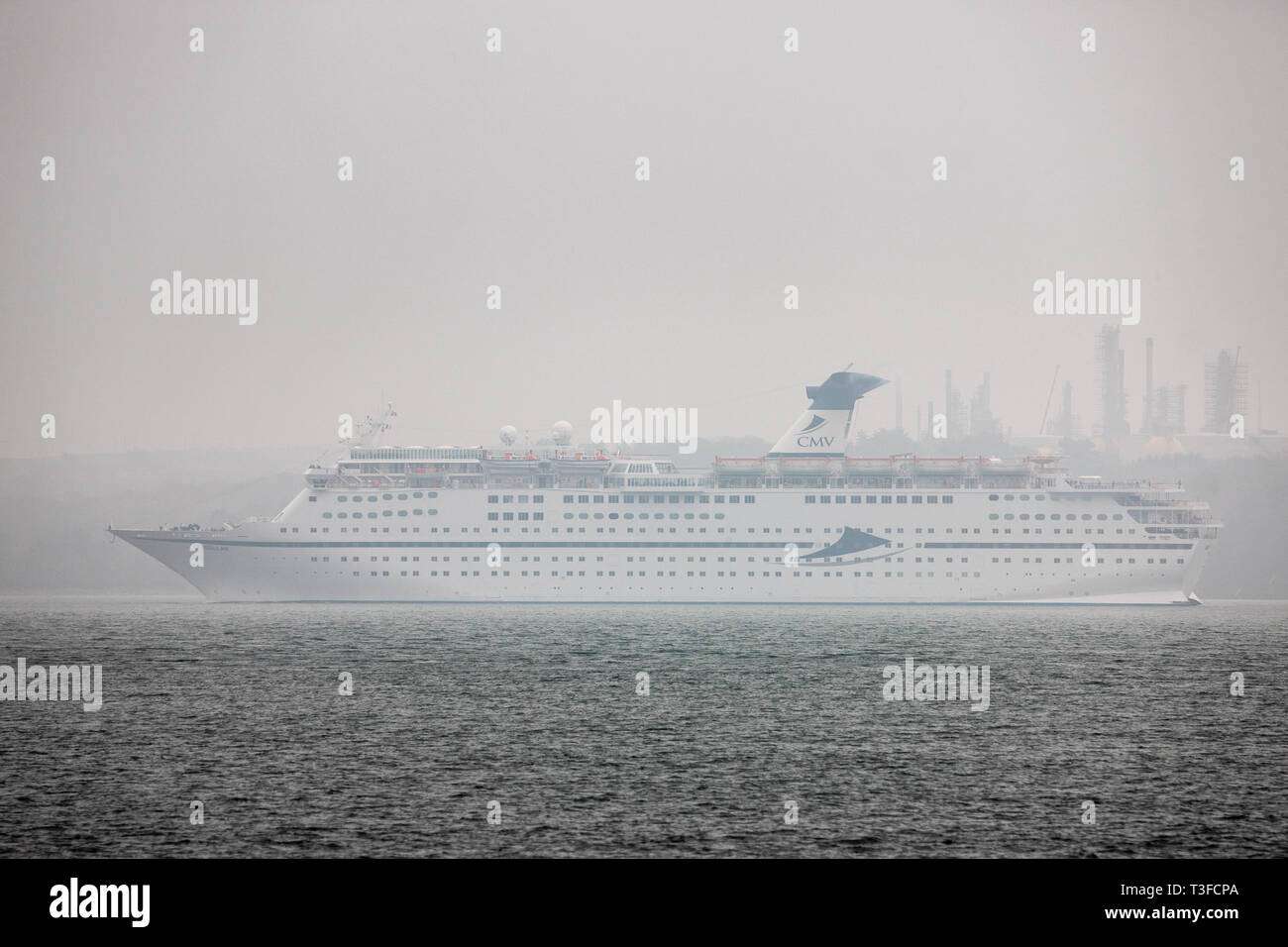 Cork Harbour, Cork, Ireland. 09th Apr, 2019. Coastal fog and mist welcomed the passengers of the cruise liner Magellan as she sails up harbour to her berth in Cob, Co. Cork, Ireland. Credit: David Creedon/Alamy Live News - Stock Image