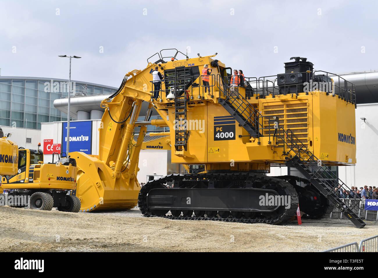 09th Apr, 2019. a Komatsu excavator. Faszination bauma 2019