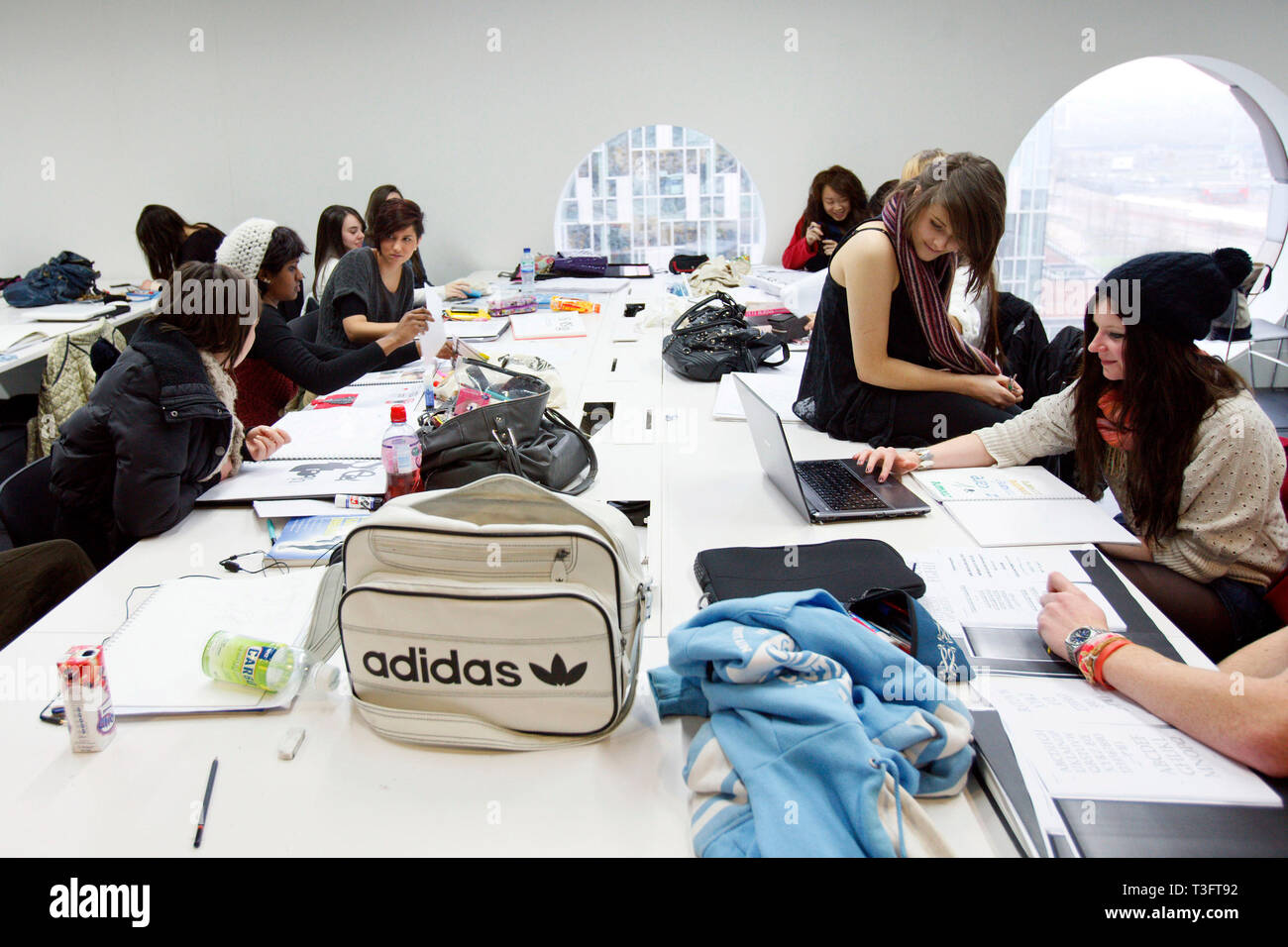 Students Studying For A Foundation Diploma In Art And Design Having A Crit Ravensbourne Specialist Higher Education College London 06 12 2010 Stock Photo Alamy