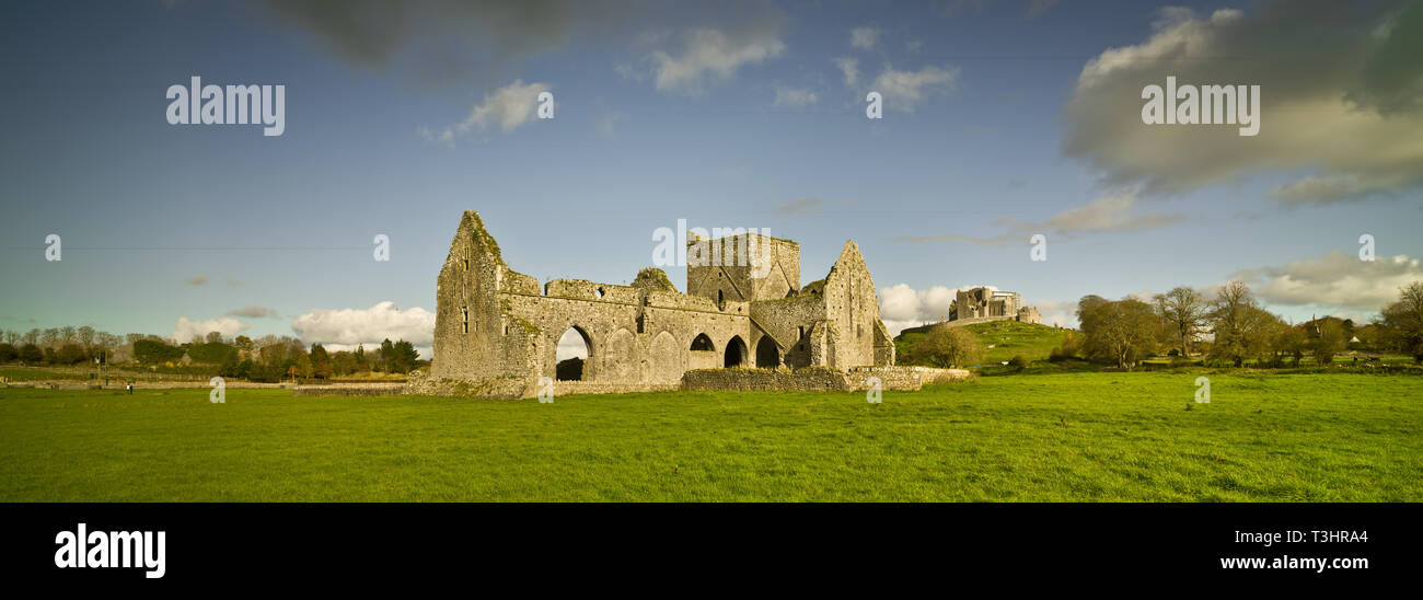 Landscape with ruined church and Rock of Cashel, Ireland - Stock Image