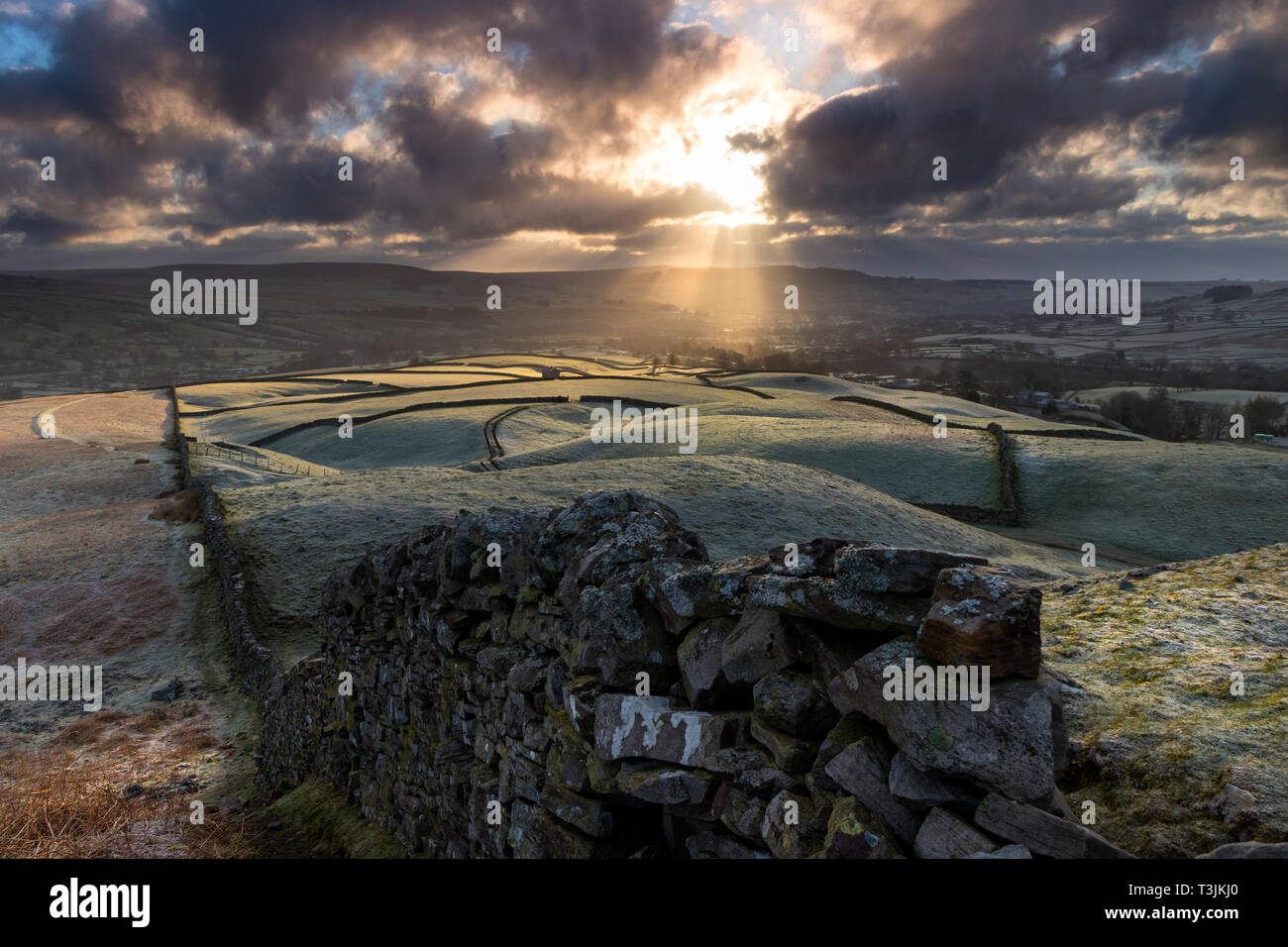 Teesdale, County Durham UK. Wednesday 10th April. UK Weather. It was a cold and frosty start to the day in Teesdale and as the sun began to rise spectacular crepuscular rays began to rake across the landscape. Credit: David Forster/Alamy Live News - Stock Image