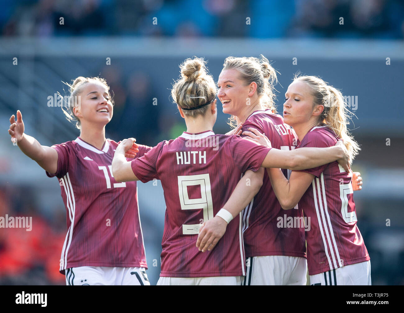 Paderborn, Germany. 09th Apr, 2019. jubilation GER for goalkeeper Alexandra POPP (GER / withte) after goal to 1: 1, left to right Giulia GWINN (GER), Svenja HUTH (GER), Alexandra POPP (GER), Turid KNAAK (GER) National Team Women Friendly Match, Germany (GER) - Japan (JPN) 2: 2, on 09/04/2019 in Paderborn / Germany. | Usage worldwide Credit: dpa picture alliance/Alamy Live News - Stock Image